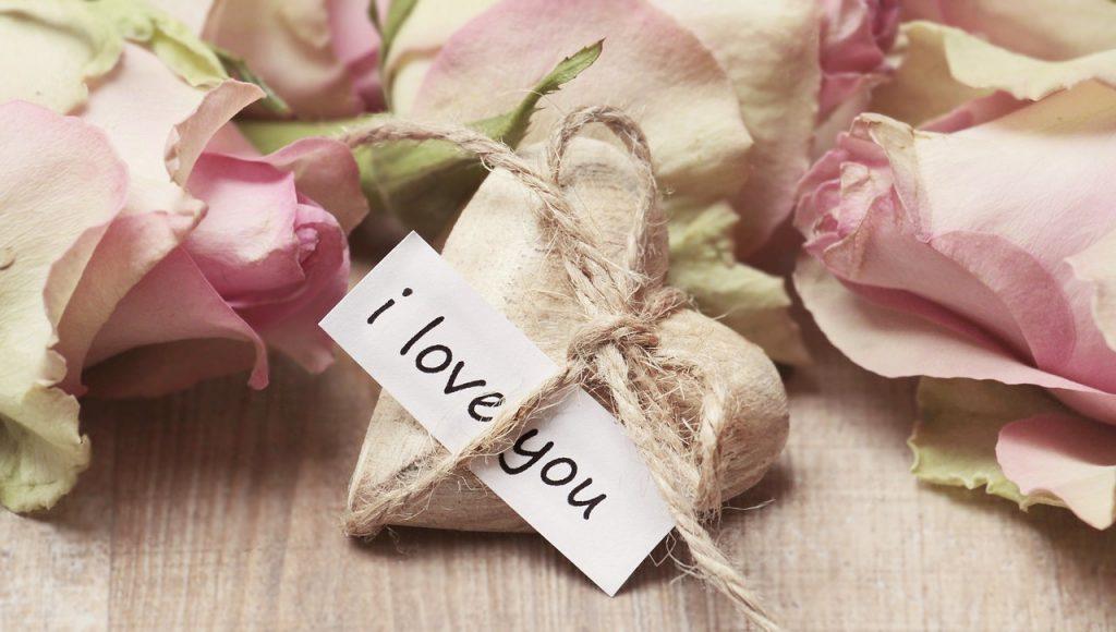 【恋愛心理学】「恋愛」と「好意」の違いとは?